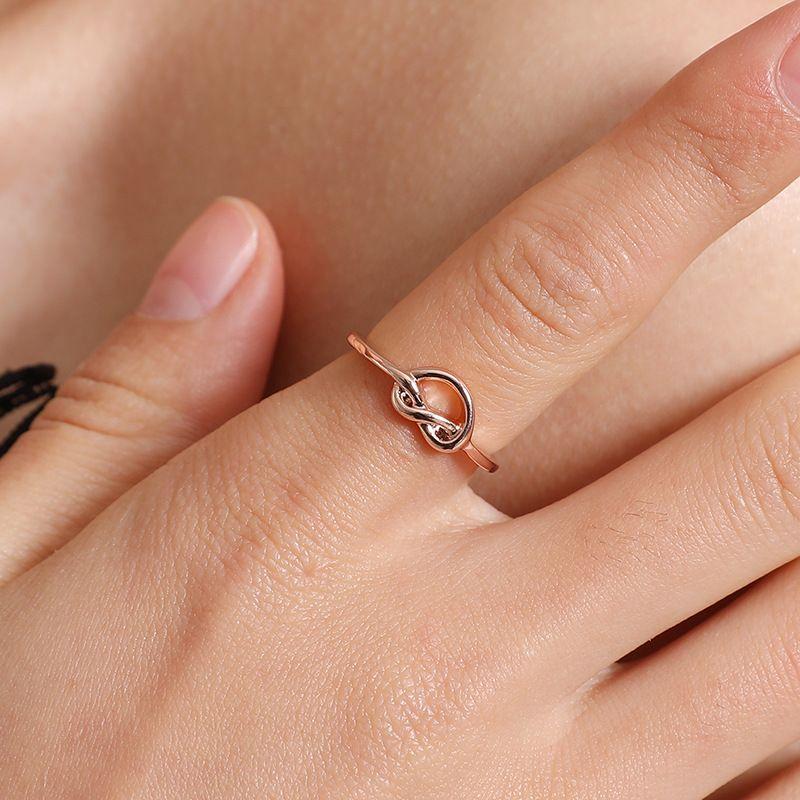Las señoras más vendidas de la joyería subieron el envío libre al por mayor libre hermoso al por mayor de la joyería de la mano del anillo anudado del oro
