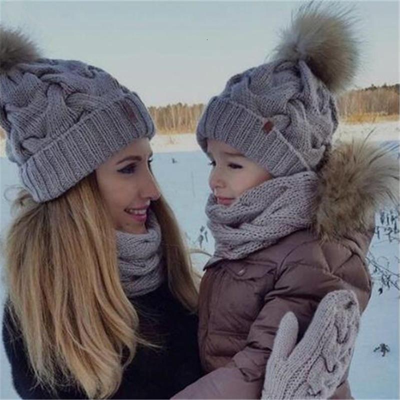 2ST Family-Mützen Baby-Winter stricken häkeln Mützen-Pelz-Strickmütze Mutter Tochter Sohn Warm Caps Frauen Strickmützen H0073 V191112