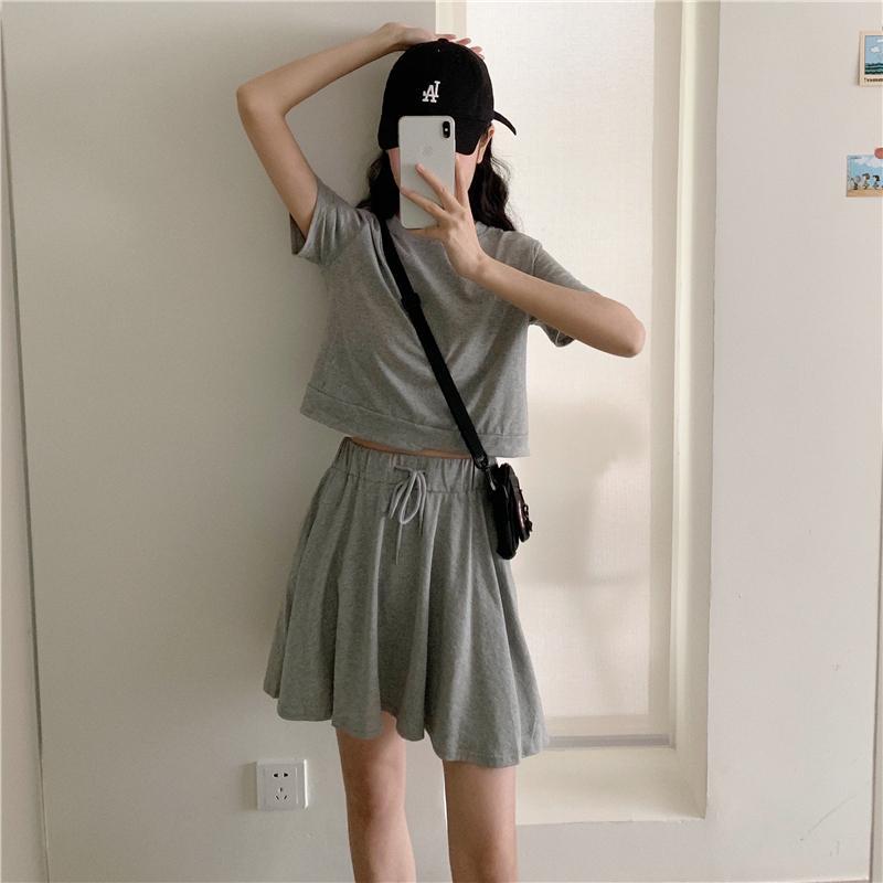 Korean Femme Style d'été à deux pièces Vêtements Ensemble coton à manches courtes T-shirts + cordonnet Mini jupes Twinset pour femmes Sweat