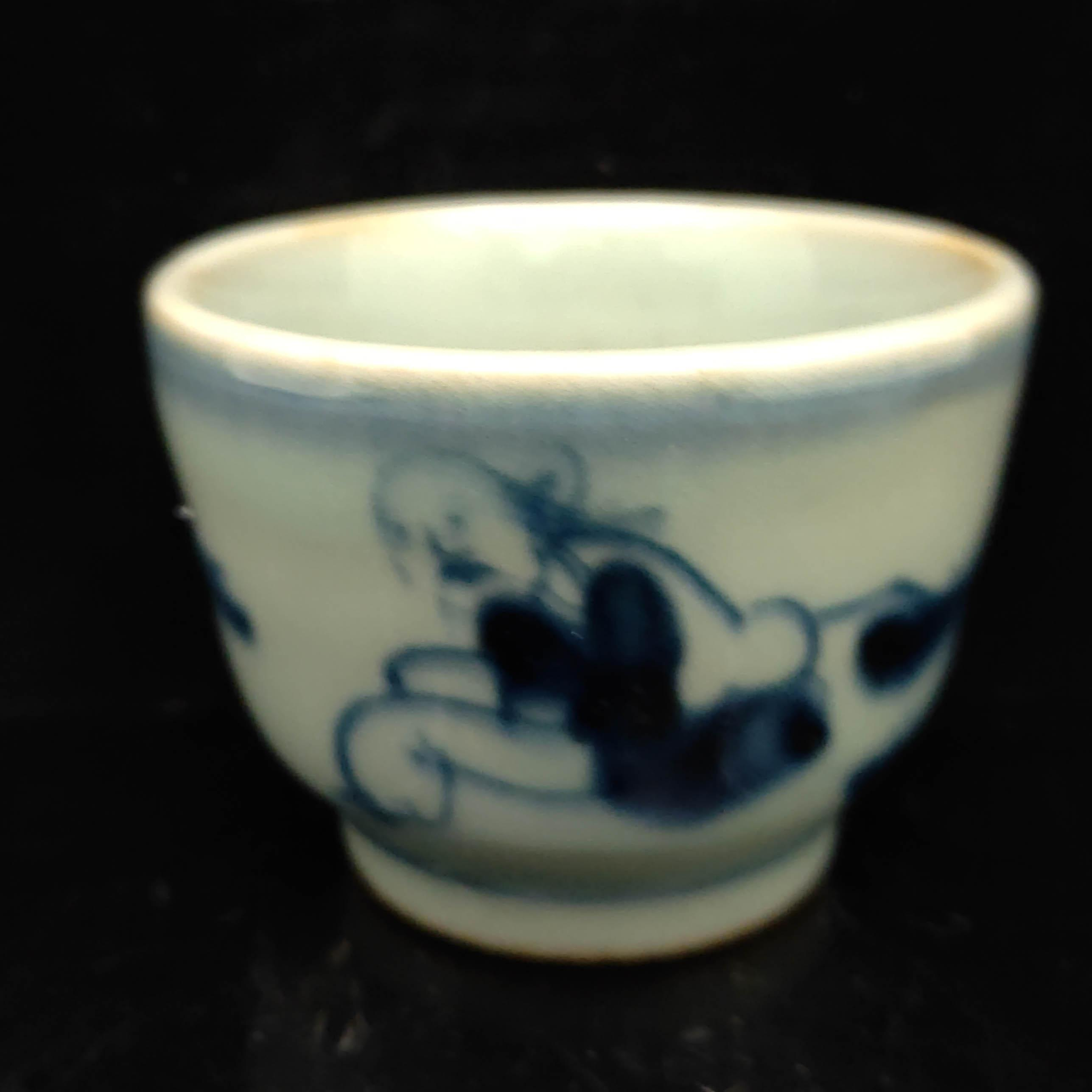 Chinese Blue and white porcelain Hand Painted Old man playing chess pattern cup S060
