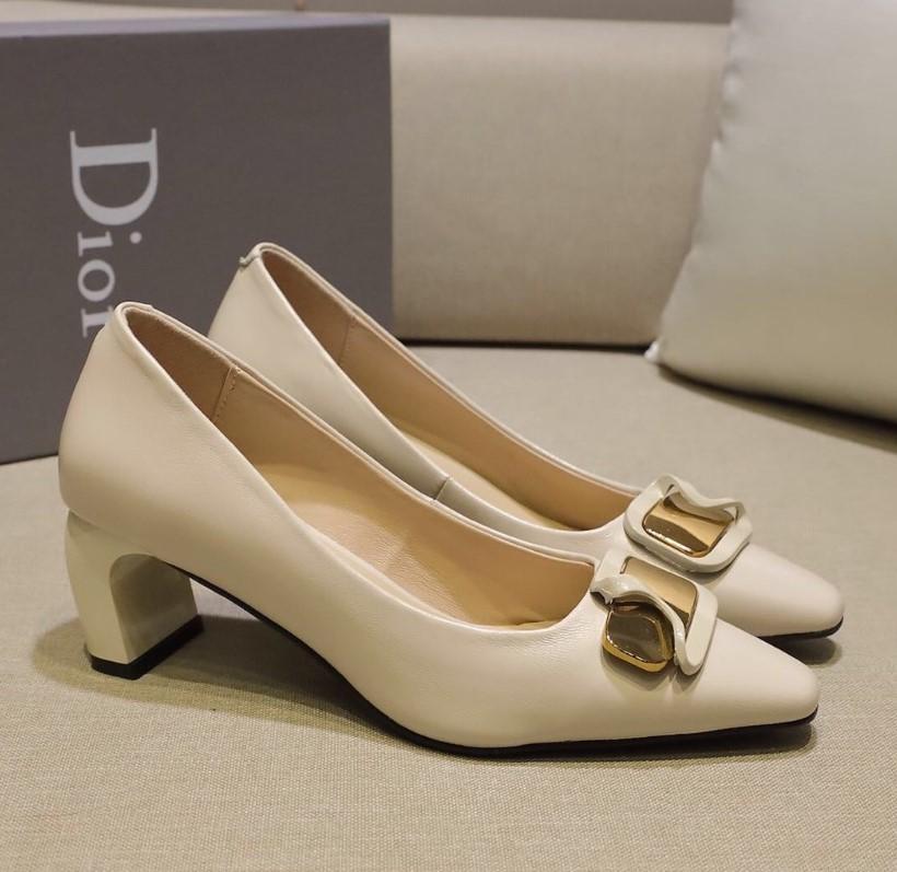 Dedos apontados 2020 New Womens DesignerLuxury Lady altos sapatos nude brandshoes Praia Sandals Noble Temperamento Vestido de Noiva Sapatos 2022701Q