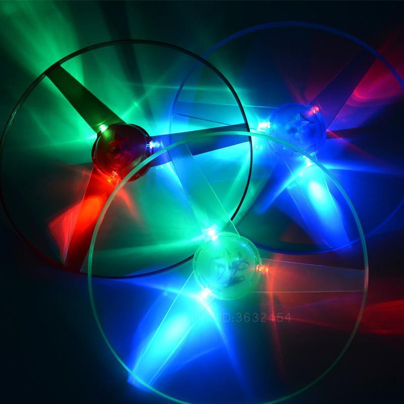 Juguetes al aire libre luz de flash LED del platillo volante del disco Juguetes Tire colorido Cadena UFO del juguete luminoso que brilla en la oscuridad de los niños
