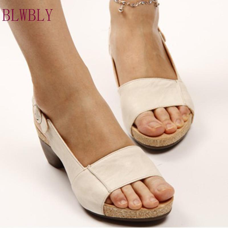 Tamaño más grueso talón de la mujer de las sandalias 2020 zapatos de verano Nueva Peep Toe hebilla de las cuñas de las mujeres calzados informales para mujer de las sandalias