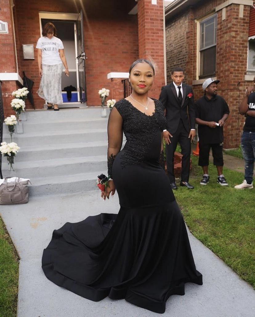 2020 Taille Plus Noir Longue sirène Robes de bal New manches longues en dentelle perlée col en V Appliques africaine formelle robe de soirée Robes de soirée