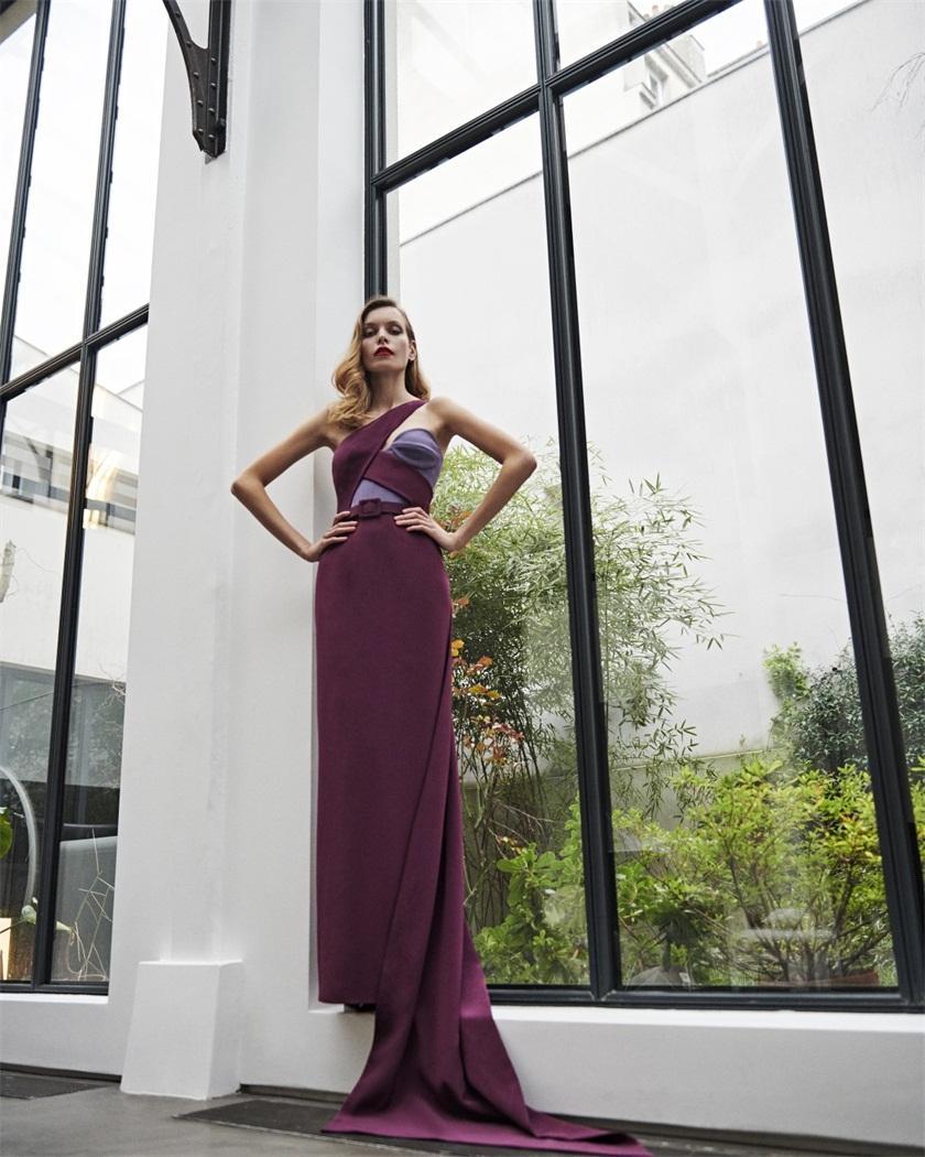 2020 Azziandosta Abendkleid Strapless Ein-Schulter Satin Perlen Abendkleid Einfach großzügig mit Rüschen besetzten nach Maße formales Partei-Kleid