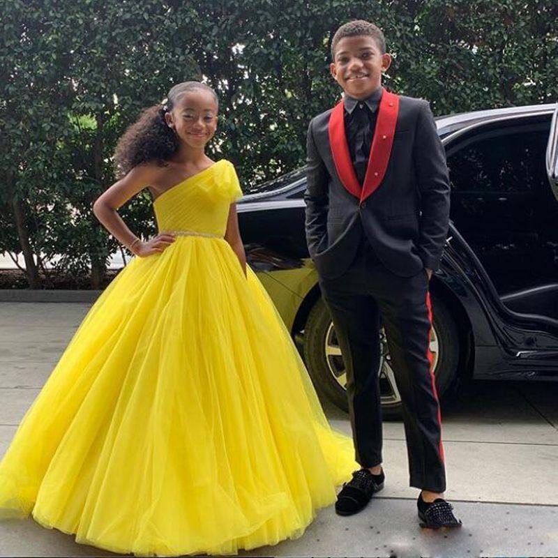 노란색 하나 어깨 주니어 신부 들러리 드레스 주름 라인 석 띠 얇은 명주 그물 푹신한 댄스 파티 드레스 소녀 생일 파티 드레스