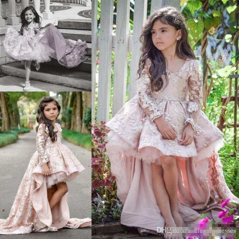 Abiti a maniche rosa Alto Basso lungo Flower Girl Dresses collo a V Applique del merletto delle increspature di ragazze Pageant abiti bambini Linea Bambini partito di promenade