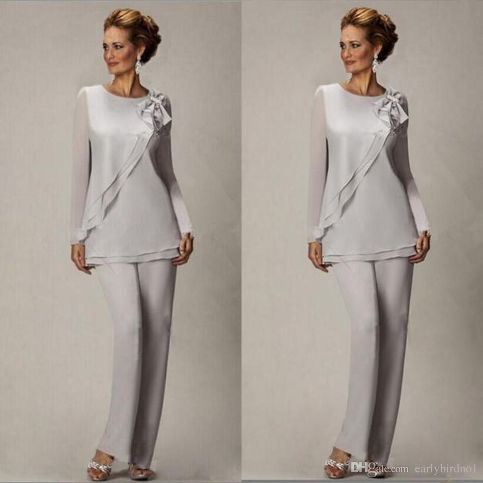 2018 Elegante Plus Size Argento Madre Pantaloni Suit Per La Madre Della Sposa Sposo In Rilievo Chiffon Festa Nuziale Abiti Da Sera Prom Dress BA2466