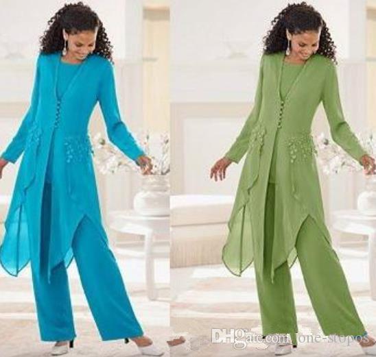 2019 Cheap Chiffon elegante com mangas compridas Jewel Neck Ruffles Plus Size Mãe da noiva Pant Ternos mãe com Jacket