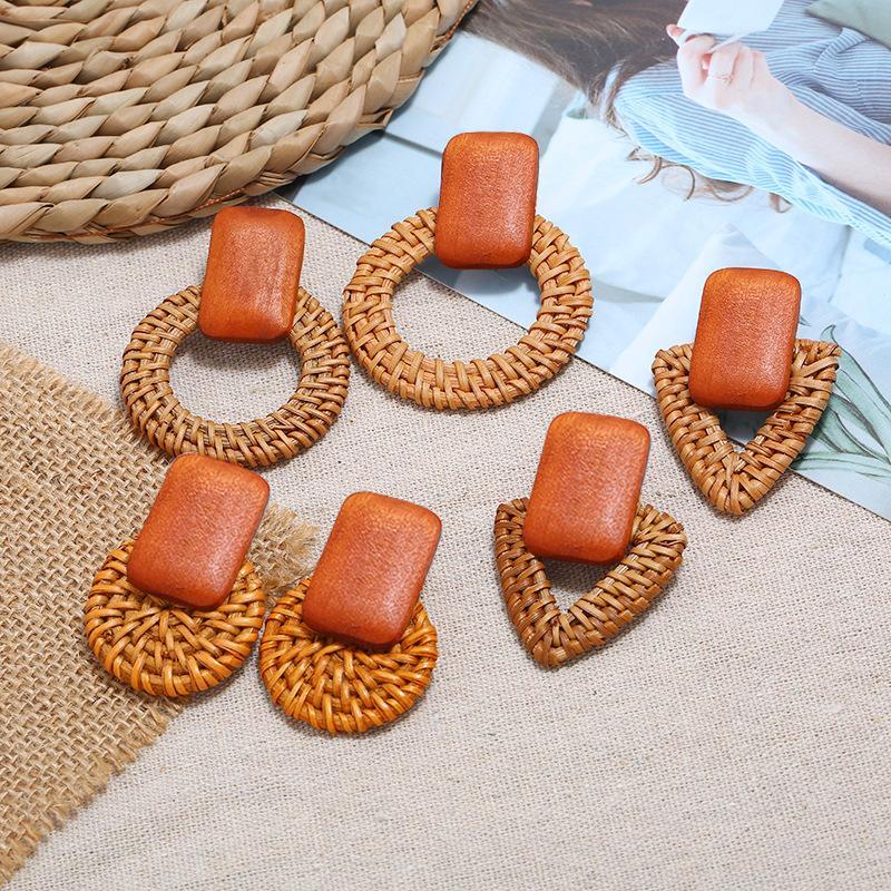 2020 Nouvelle Bohème à la main en rotin de paille Weave géométrique Knit vigne Goutte Boucles d'oreilles pour les femmes Corée Boucles d'oreilles Parti brincos Bijoux