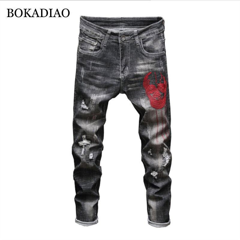 BOKADIAO Человек джинсы мода череп вышивки Прямые джинсы для мужчин Хлопок Проблемные рваные штаны диких Тонкий джинсовые брюки мужские
