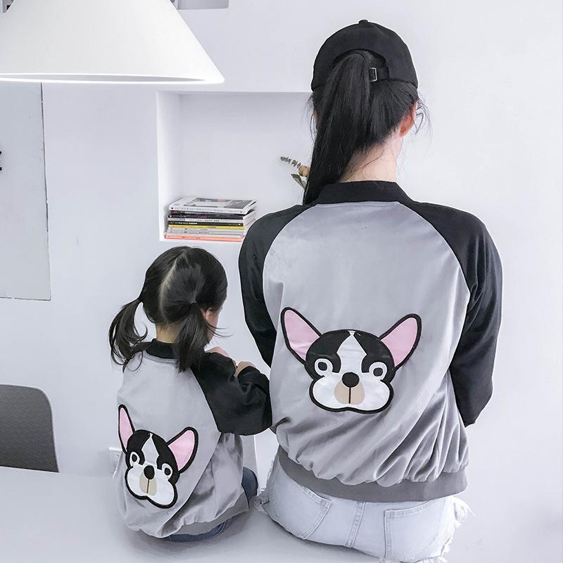 2018 Ropa a juego de la familia Madre e hija abrigo perro bordado mamá e hijo Raglan Niños Trajes Family Look Girls Jacket J190517