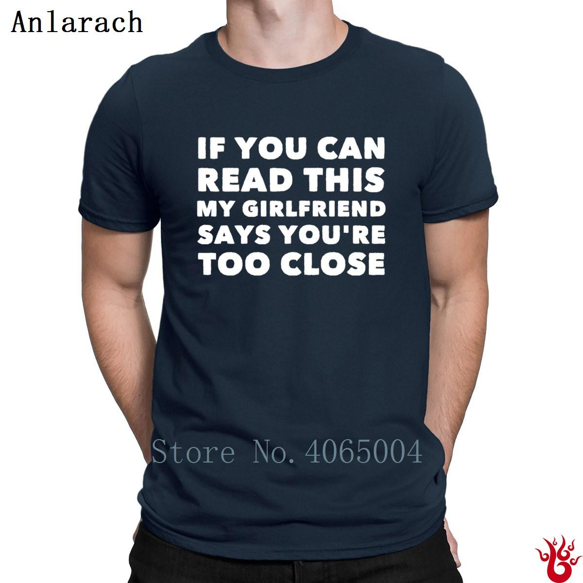Può leggere questo Girlfriend Dice sei troppo vicino T-shirt Tempo libero T shirt da uomo di stile Estate girocollo Streetwear sveglio divertente