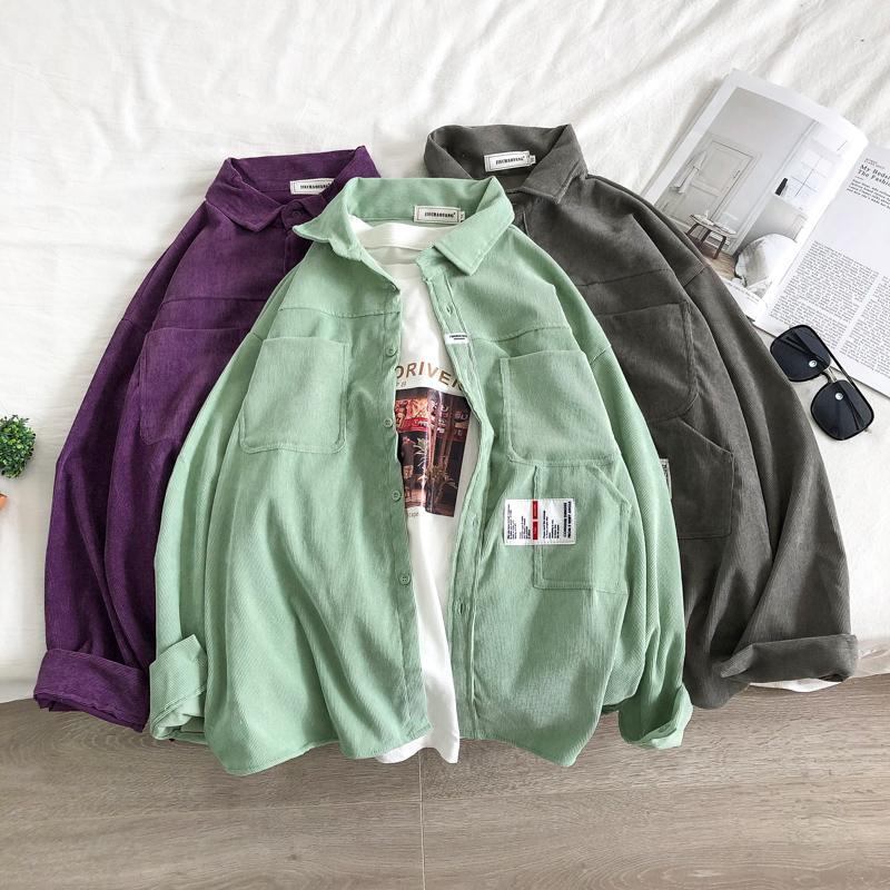 Corduroy-Shirt Männer Fashion Solid Color Retro beiläufige Corduroy Shirt Männer Street Wilde lose T-Shirts der Männer M-2XL