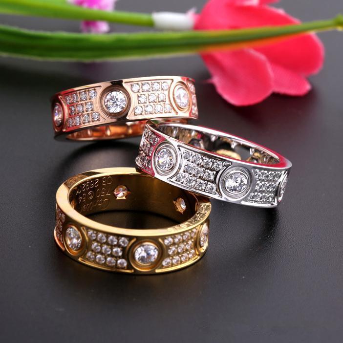 Luxo Completa Diamantes Amor Anéis de Aço Inoxidável Rosa de Ouro Anéis Casal Banda Moda Prata 18 K Amantes de Ouro Anéis para Mulheres Homens Jóias Finas
