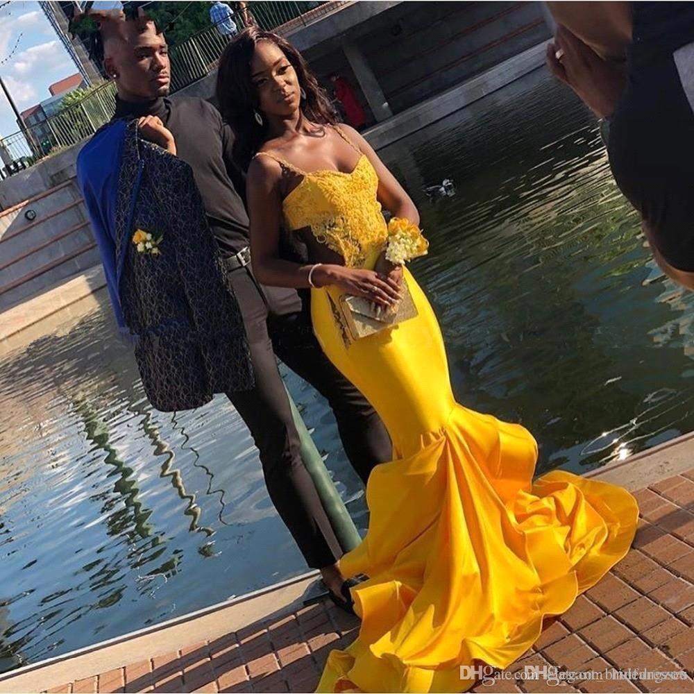 Hermosa sirena amarilla vestidos de baile 2019 correas espaguetis apliques de encaje vestidos de noche lados cortados con volantes en niveles Vestidos de cóctel