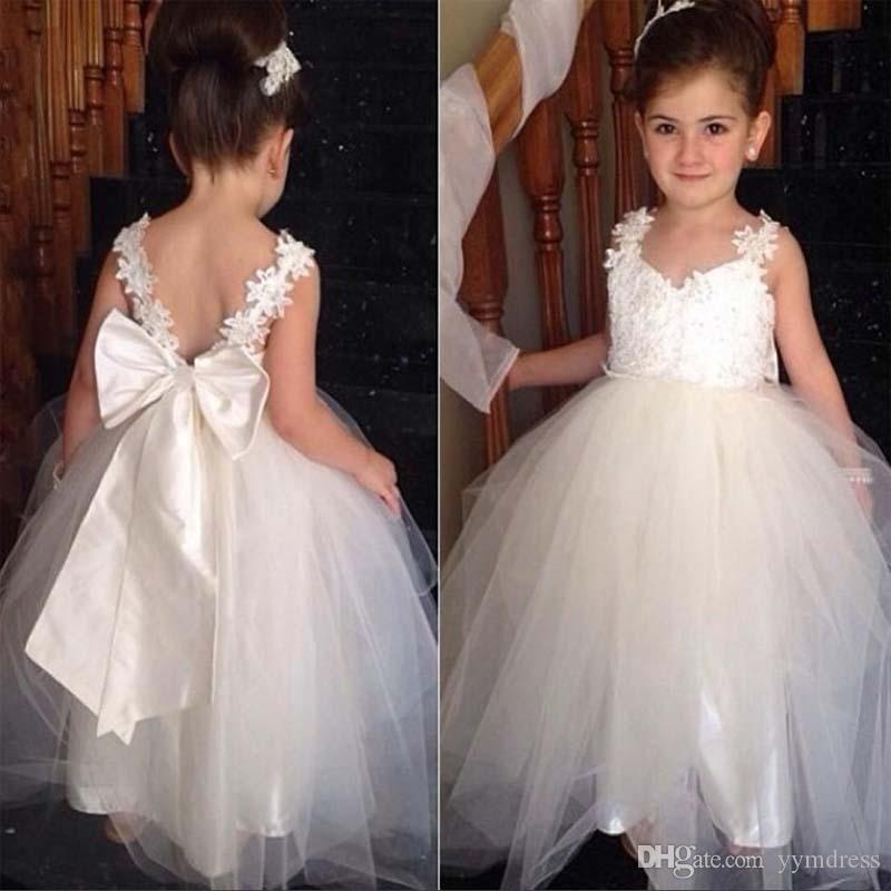 Lovely Flower Girls Dresses 2019 Lace Applique Floor Length Bow Back Ball Gown Priness Wedding dressKid First Communion Dresse