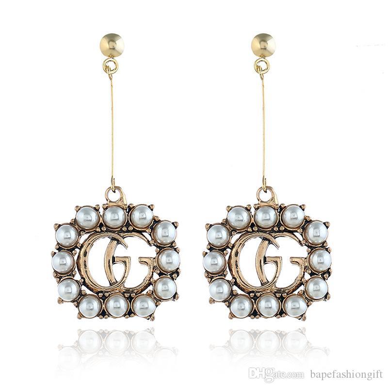 Boucles d'oreilles de style rétro de luxe pour les femmes Pearl décoré Fashion Lady boucle d'oreille avec de longs glands lettre imprimer oreille accessoires