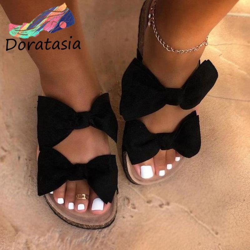 DORATASIA Comfy surbaissées Chaussures 2020 Été talon bas Casual Pantoufles femmes papillon noeud élégant Ins Diapositives