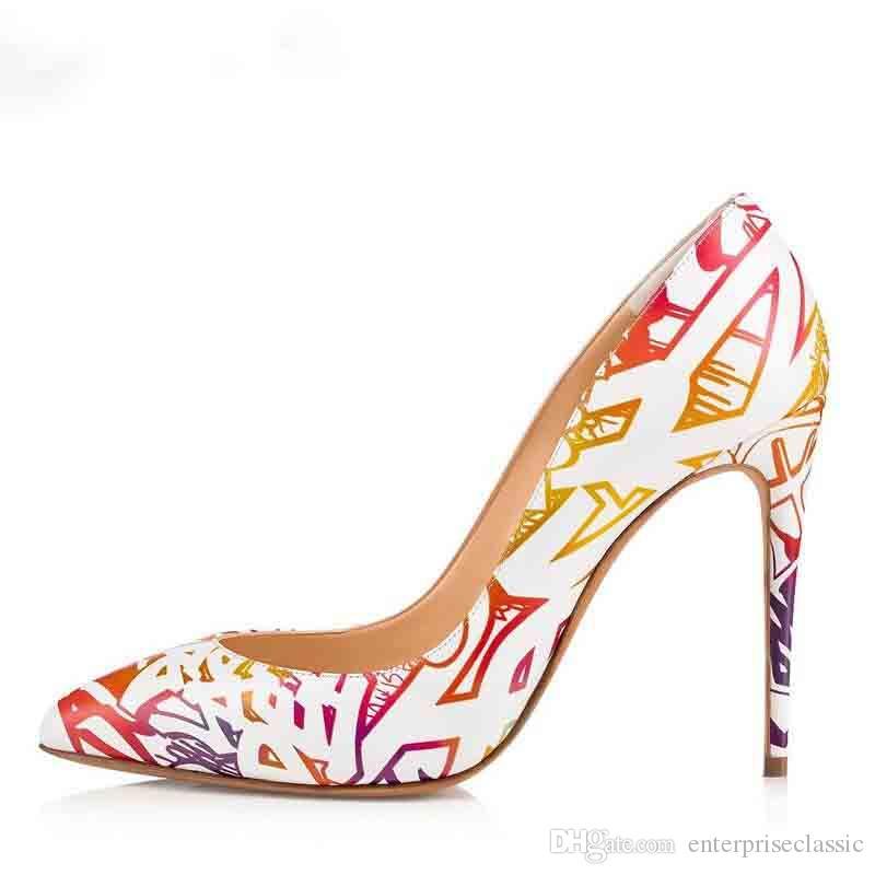 Nueva Primavera Mujeres Bombas Graffiti Charol Punta estrecha Sexy Lady Shoes Tacón alto bombas de la boda Mujeres Fecha zapatos