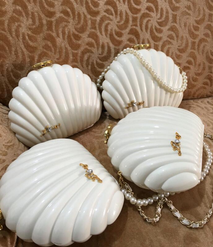 2019 New Weihnachtsgeschenk VIP-Geschenk Handtasche Elegante weiße Perlenmuschel-Umhängetasche Damen Abendtasche Deluxe Strass-Schnalle Partei Taschen