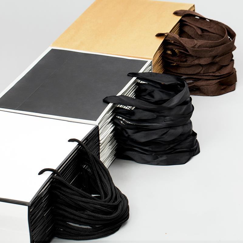 Grande carta kraft Bianco Imballaggio sacchetto di indumento regalo sacchetto di carta con le maniglie Small Black Borsa della spesa