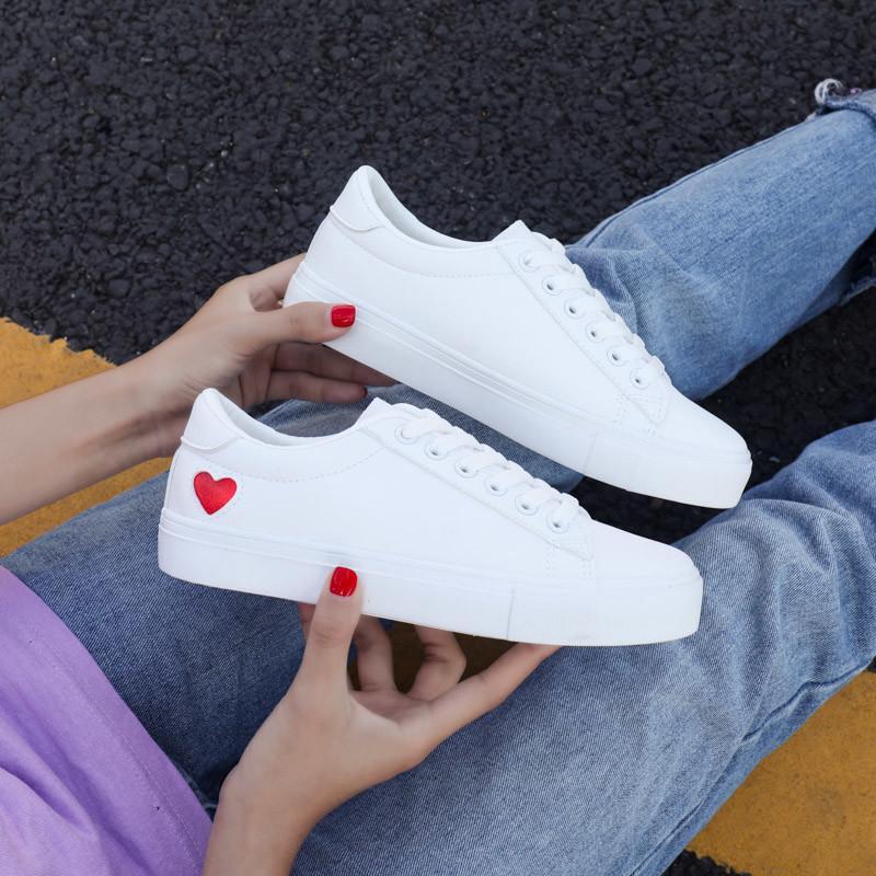 Plat coeur Lacets Femmes Mode Printemps / Automne Chaussures Designer Chaussures Femmes Occasionnels Femmes Blanc Sneakers EUR Taille 36-42