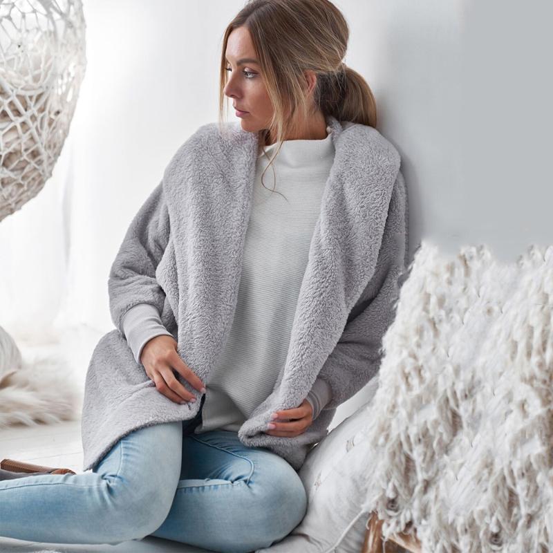 Lockere Plüsch Cardigan Mantel weiche Kapuze Langarm drehen unten Kragen Overwears Frauen Herbst-Winter-beiläufige elegante Sexy Tops 2020