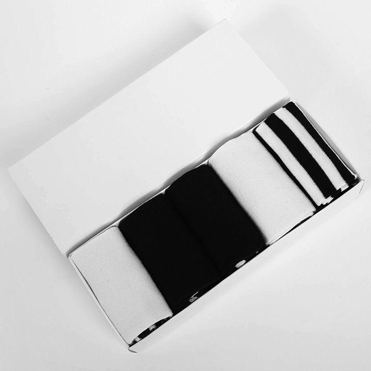 In scatola metallica Boxed Calzini di alta qualità di nuovo modo comodo Gift Box amanti Tempo libero Cotone monocromatiche stelle della banda Maschio signora Donne