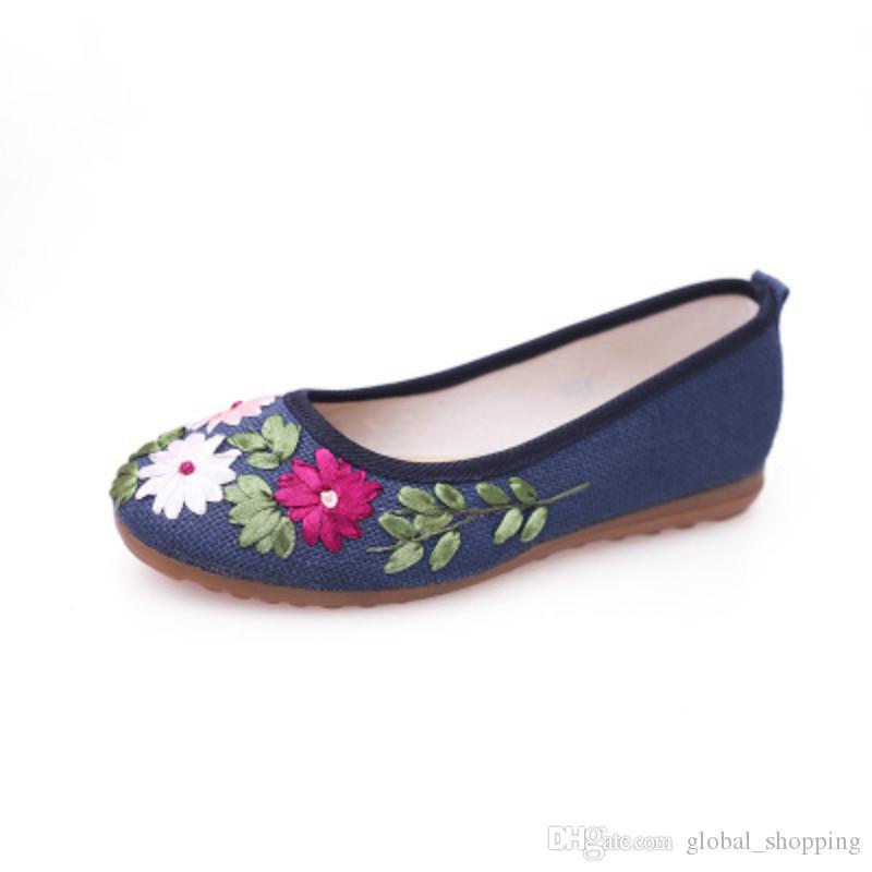 Chaussures de cause à effet des femmes brodées avec costume cheongsam couleur noire style chinois plat chaussures en tissu brodé Hanfu vieux Pékin montrent