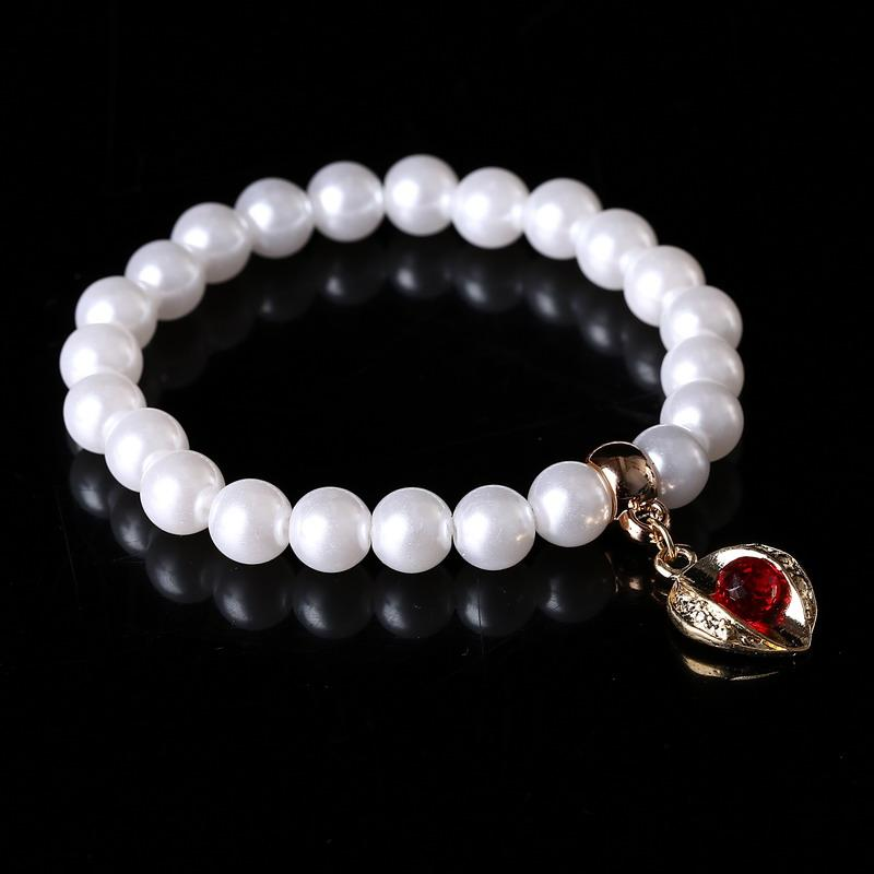 Venta al por mayor pulseras de las mujeres de la perla simulada de la aleación de cristal rojo colgantes elásticos pulseras del encanto brazaletes para las niñas