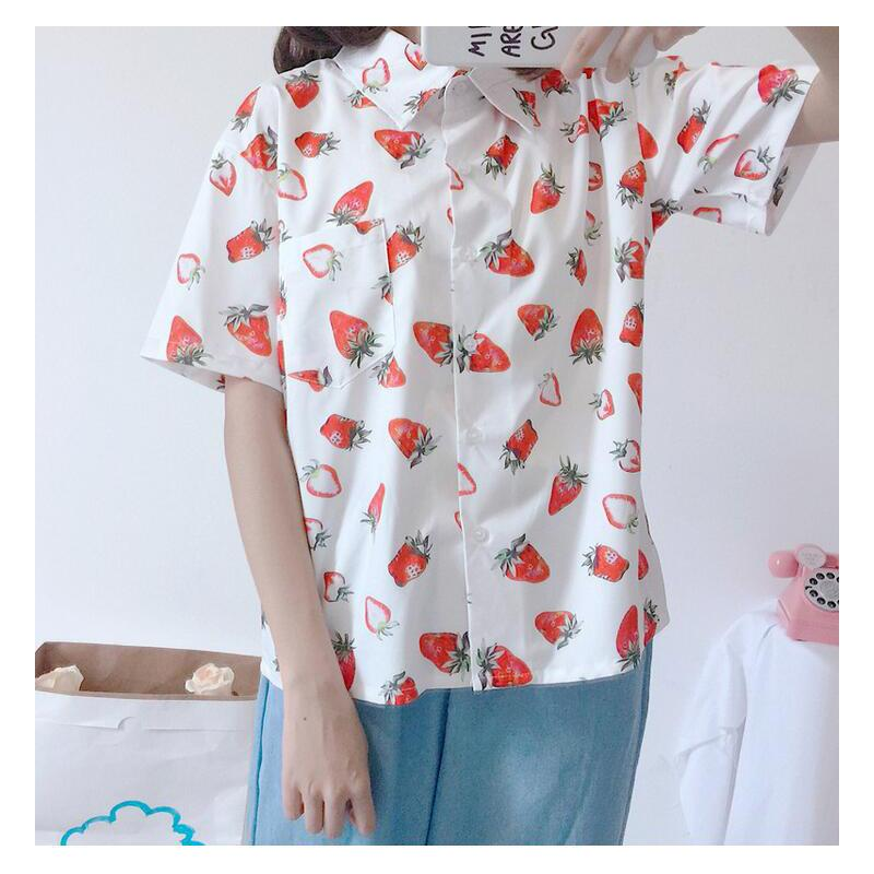 المرأة تي شيرت قمصان اليابان kawaii السيدات خمر سوبر الفاكهة الفراولة طباعة قميص الإناث الكورية الشرير المتناثرة الملابس للنساء