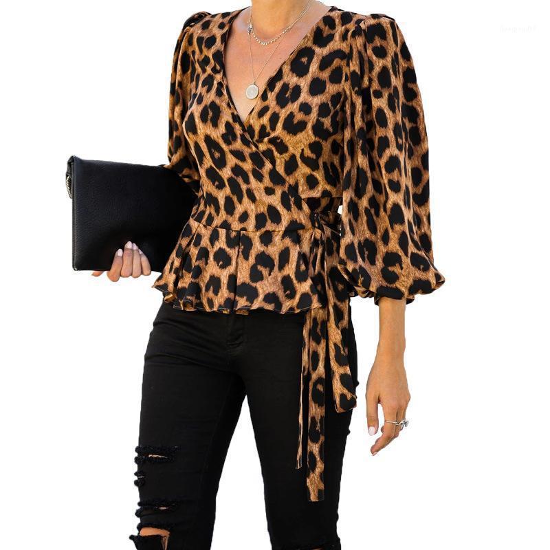 Blusas femininas Bairro Três Lanterna Roupa Primavera Womens leopardo das senhoras da luva Impresso camisetas Peplum V profundo Belt