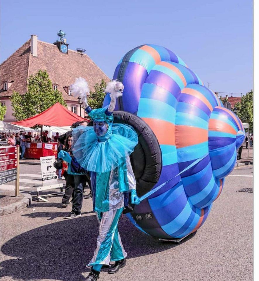 Evin Festivali etkinlikleri geçit şişme hareketli salyangoz kabuğu salyangoz açık havada promosyon şişme aydınlatma