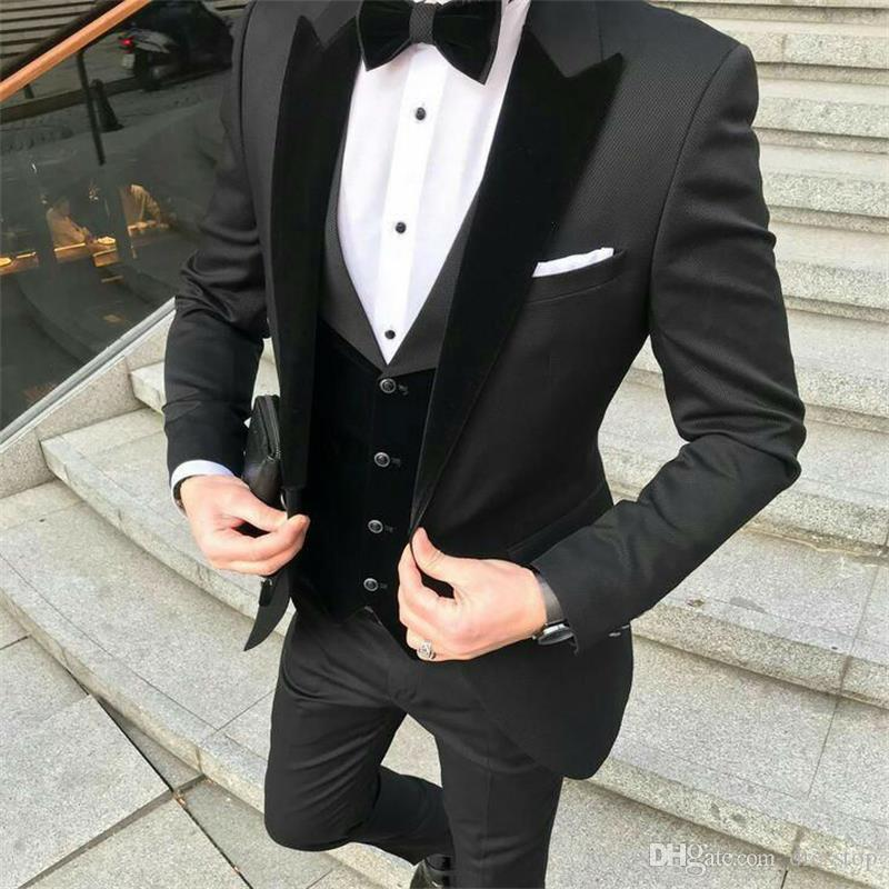 2019 Designer Black Groom Tuxedos Mens wedding Suits Velevt Peaked Lapel Man Blazer Jackets Three Pieces Groomsmen Evening Prom Party Gowns