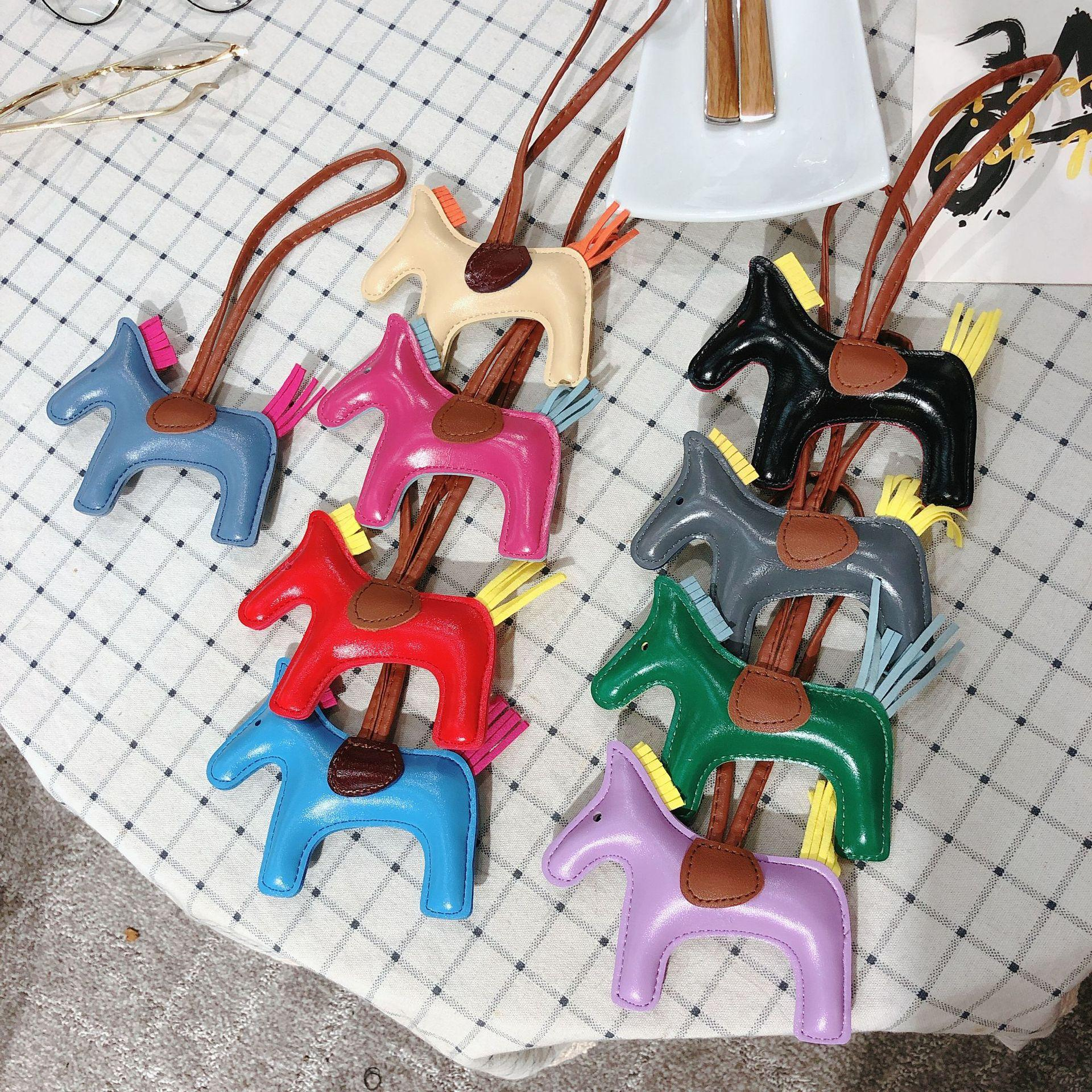 Ganze Verkauf h Marke Tasche Leder Pferd hängen Ornamente Günstige Ornamente für Tasche K Tasche Hängen Ornamente 100% hand machen