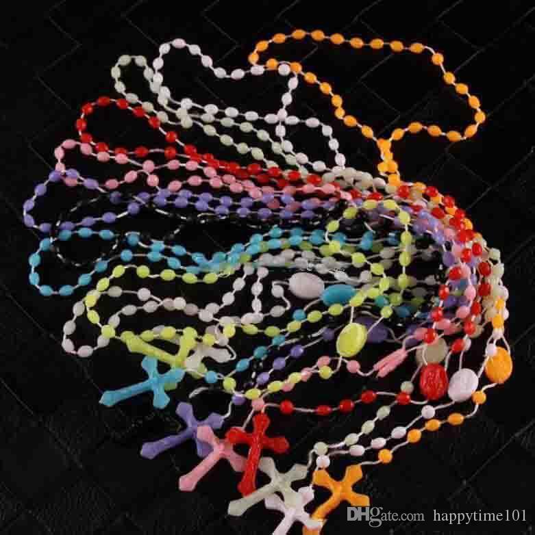 trasporto di goccia Gioielli collana del rosario cattolico rosario di plastica religiosi Gesù Croce Crocifisso pendente Notte Lumious collana
