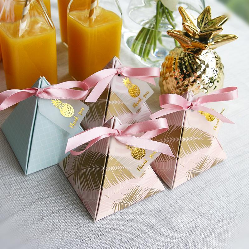 100 adet Üçgen Piramit Düğün Iyilik Malzemeleri Teşekkür Kartı ile Kutuları Şeker Kutuları Bırakır Hediye Kutusu Parti Ambalaj Ç ...