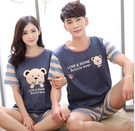 Ventas al por mayor de manga corta par de pijamas de las mujeres de verano de Corea pareja ocasional estudiante traje de servicio a domicilio de los hombres de dibujos animados sección delgada de verano