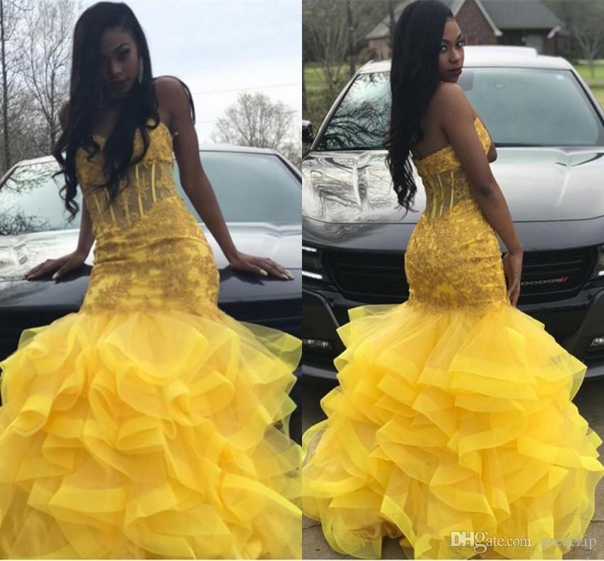Amarelo 2019 Mermaid Prom Dresses Querida Lace apliques Ruffes hierárquico Saias negras vestido Homecoming vestidos de noite Abendkleider