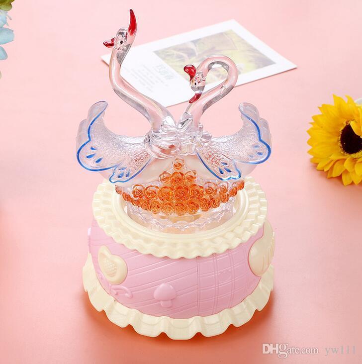 Criativo Cisne de Cristal Girando Caixa de Música Decoração Flash Colorido Caixa de Música Presente de Aniversário Estudante Por Atacado