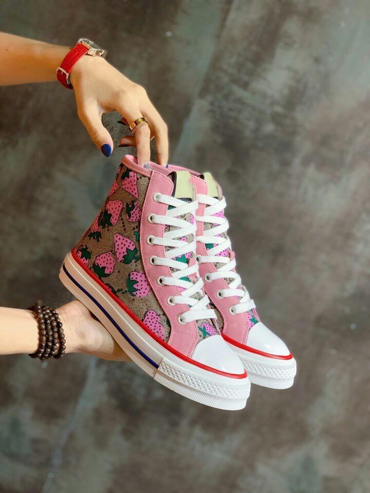 Мода Мужчины Женщины дизайнер обуви вскользь асе обувь Клубничный холст кроссовки с размером верхнего качества 35--40