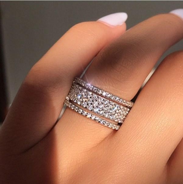 Şık Gümüş Renk Rhinestone Kristal Yüzük Geniş Paslanmaz Çelik Aşk Yüzük Kadınlar Düğün Nişan Takı Hediyeler İçin