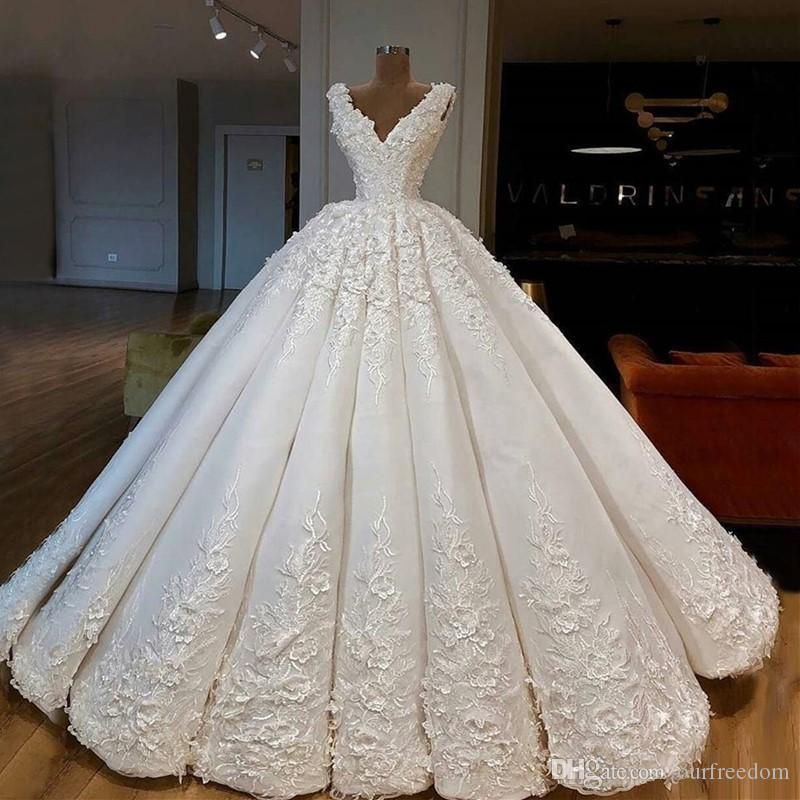 2020 년 럭셔리 두바이 아랍어 A 라인 웨딩 드레스 레이스 새해 섹시한 깊은 V 넥 성당 기차 자수 신부 웨딩 드레스