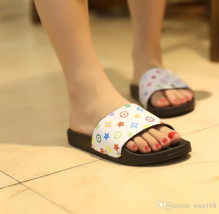 Hot New 2019 Sandali estivi Pantofole da donna Stampa floreale Scarpe Donna Morbida scivoli da spiaggia al coperto Slip on Flip Flops Shower Room Slippers
