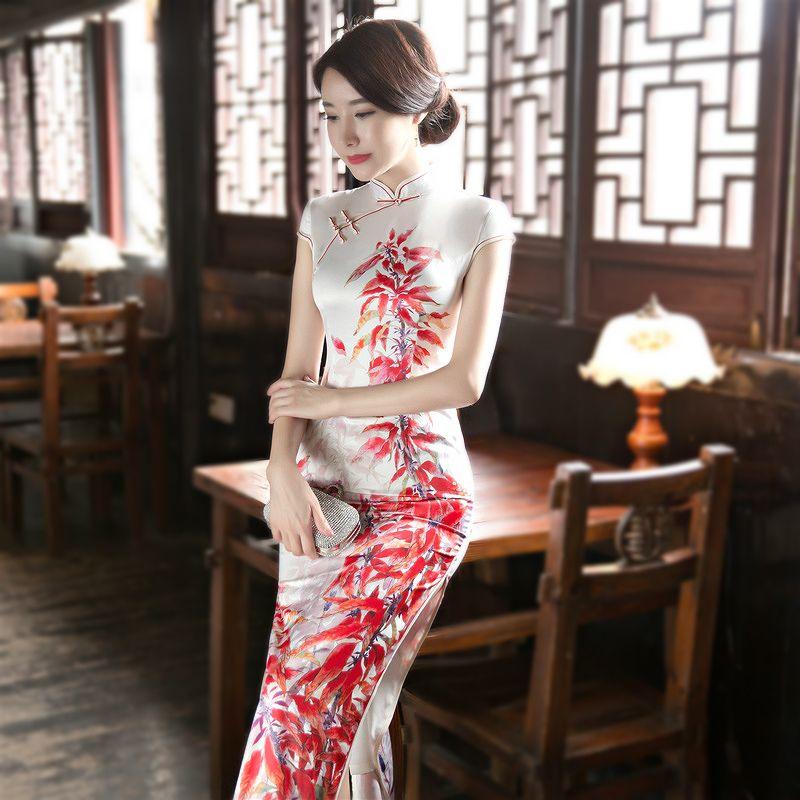 Sheng Coco İnce cheongsam Kadın Çinli Cheongsam Elbiseler Seksi Lady Elbise Beyaz Uzun Qipao Artı boyutu Moda Baskı Podyum