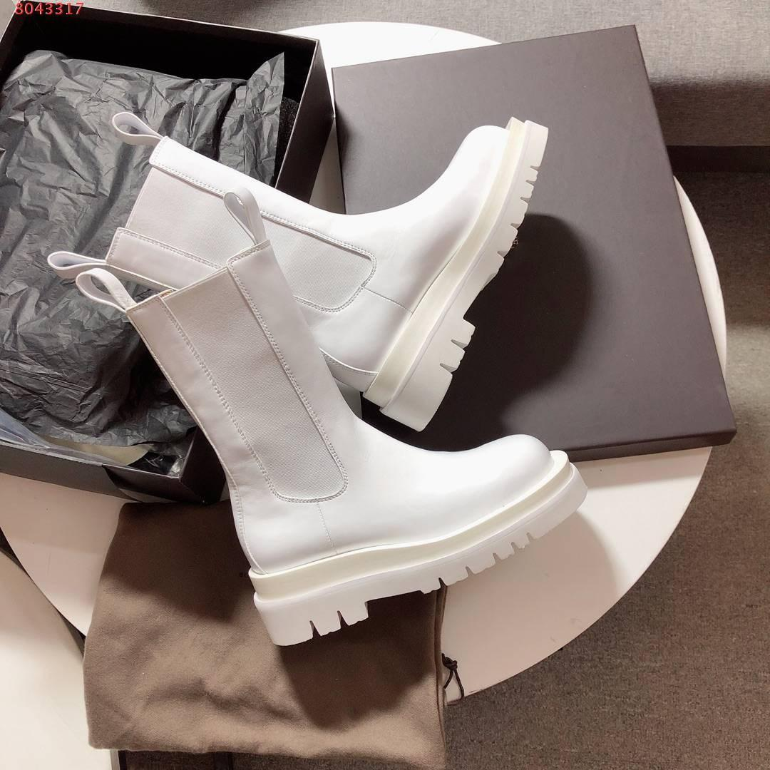 Fall 2020 runway round toe women Mid-captle boots with a stacked lug sole female martin non-slip Storm cuir Elasticated side panels bots