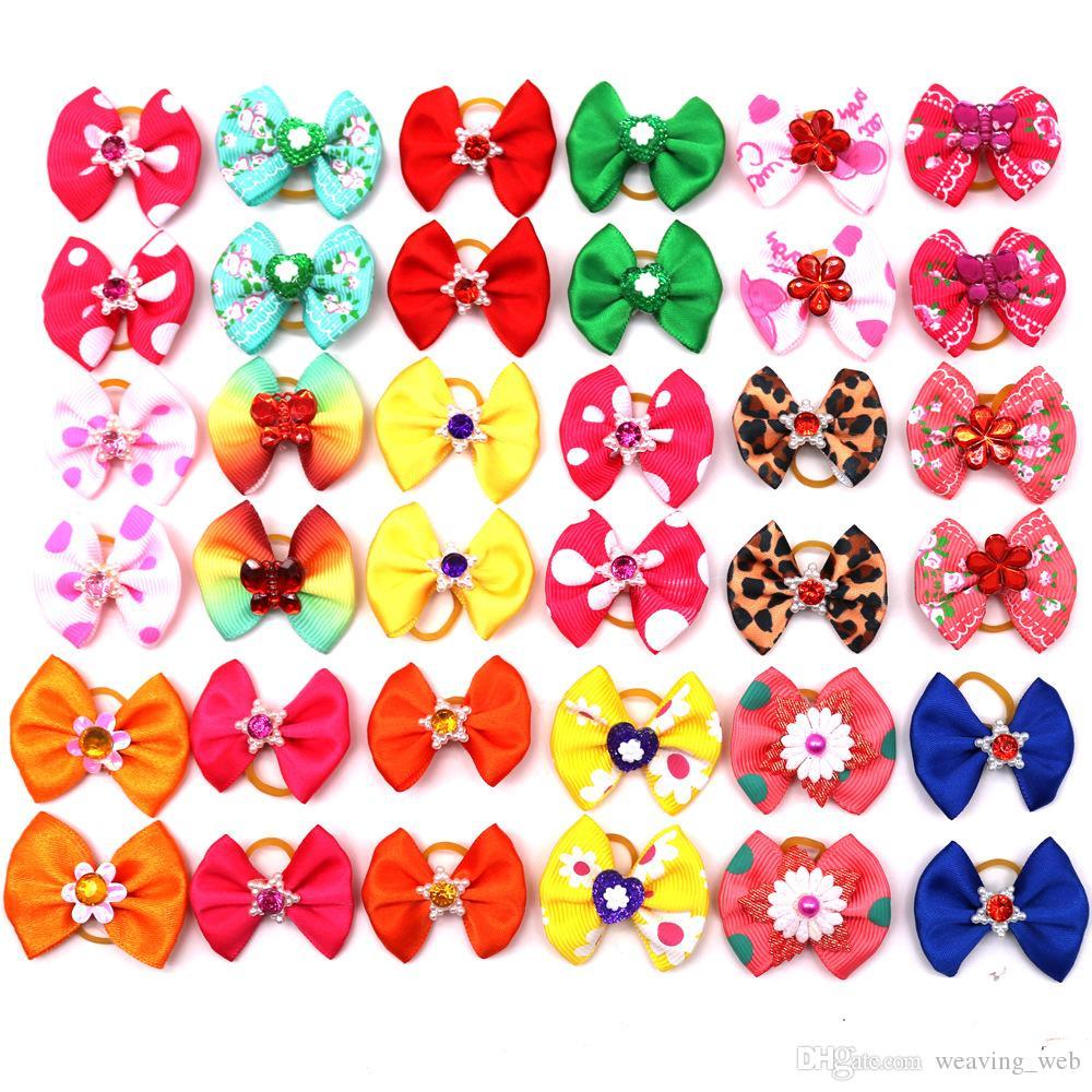 도매! 귀여운 새로운 개 머리 활 쌍 모조 진주 꽃 개 활 애완 동물 미용 제품 믹스 색상 애완 동물 헤어 리본 고무 밴드