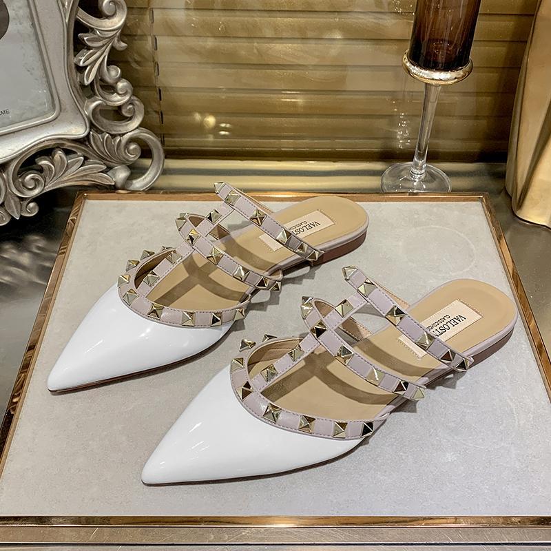 Pantofole donna Rivet Womens diapositive estate della donna di scarpe femminili di moda di lusso Scarpe Donna Designers 2020 di estate delle donne pantofole
