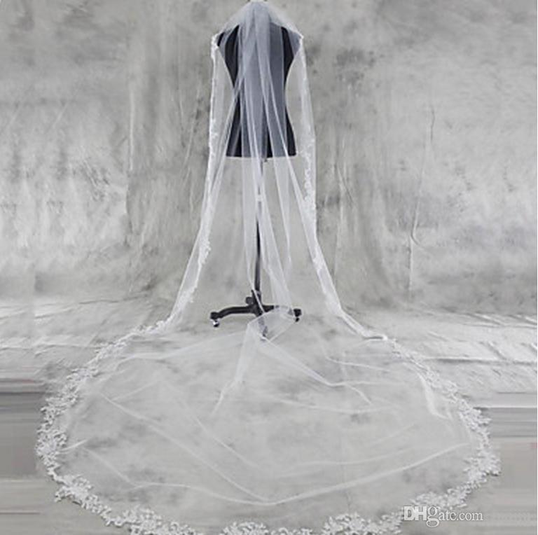 Qualidade superior Em Estoque Melhor Venda de Luxo Incrível Uma Camada de Renda Applique Borda Véus De Noiva Nupcial Do Casamento Branco Catedral Comprimento Alloy Comb